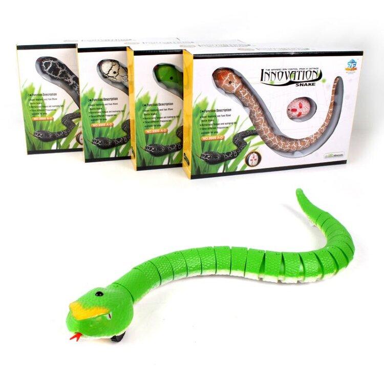 Змея на пульте управления