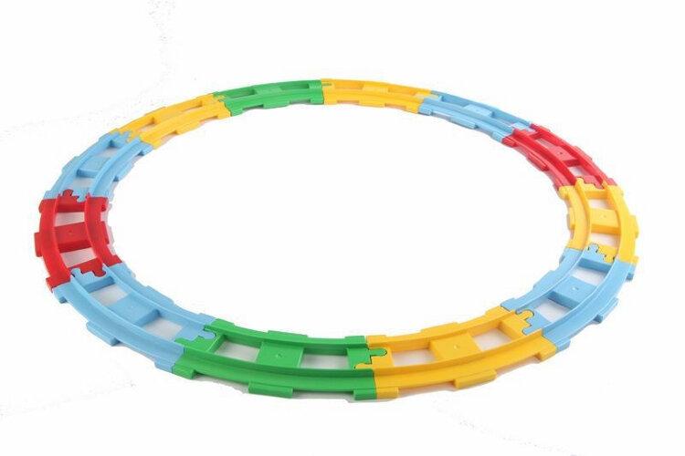 Электрическая железная дорога с магнитными игрушками 69 деталей