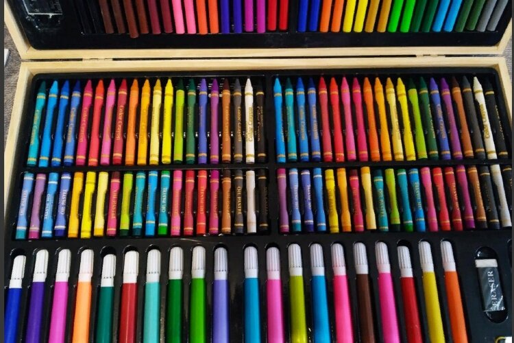 Набор для рисования 220 предметов в деревянном кейсе