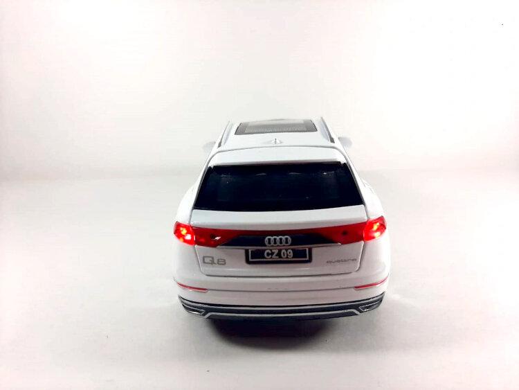 Машинка металлическая инерционная Audi Q8 (белая)