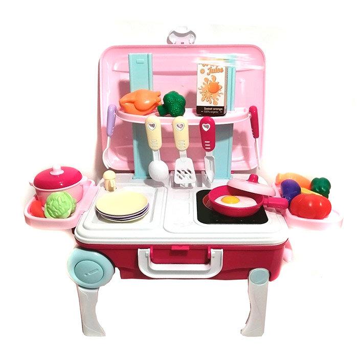 Детская кухня в чемодане на колесиках